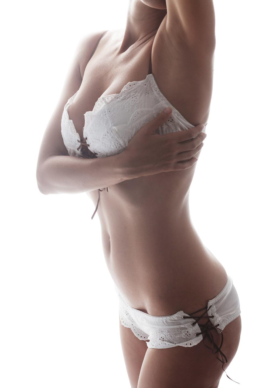 Reducción de senos Cirujano Plástico Dra. Carmen Huertas