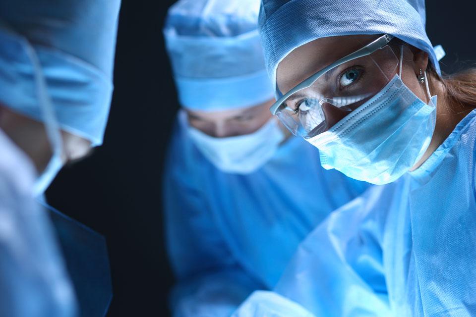 Aumento mamario con grasa | Cirujano Plástico Doctora Carmen Huertas